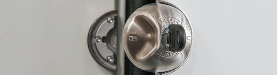 Cadenas pour portes de véhicules utilitaires légers